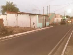 Vende-se está casa +este terreno ao lado