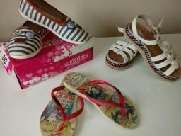 Três paras de sandália