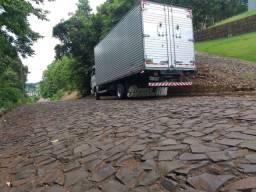 Caminhão disponível para viagem e fretes