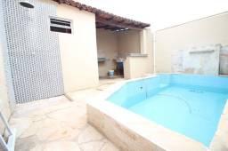 Casa 03 quartos com piscina no Maracanã