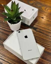 iPhone 8 64GB Silver com todos os acessórios + brindes. 90 dias de garantia!