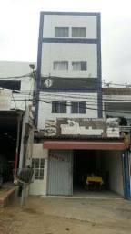 Prédio residencial com ponto comercial