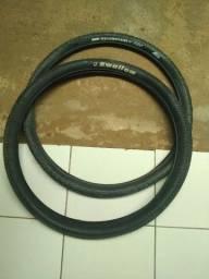 Par de pneus 29, um com arame, o outro sem