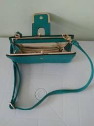 Bolsa tamanho médio na cor verde nova.