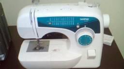 Máquina costura e borda