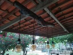 Lustre em madeira de demolição com lampadas de led vintage retrô