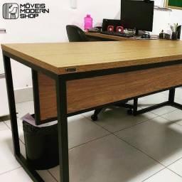Mesa de escritório Sob Encomenda home office no estilo industrial