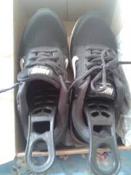 Tênis Nike preto 35 original ótimo estado usado uma única vez .