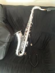 Saxofone tenor. Sax tenor