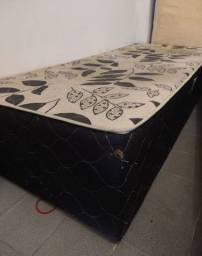 Título do anúncio: Vende-se uma cama box solteiro