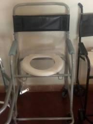 Título do anúncio: Cadeira de rodas banho