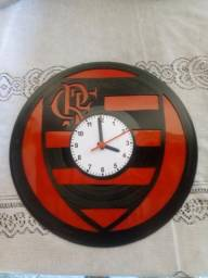 Relógio em disco de vinil fabricação própria