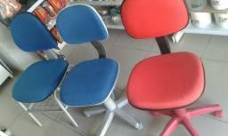 Cadeira giratória 99 cada, e a fixa 70, entrego no centro