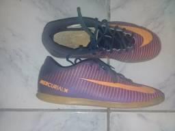 Sapato de futsal da nike mercurial