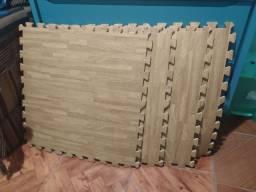 Tapete EV com estampa de madeira