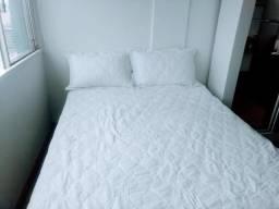 Colcha + 02 travesseiros + 02 porta travesseiros
