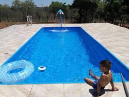 Piscina em fibra de vidro. 7.60 x 3.30 x 1.40 retangular com excelente área de nado!