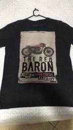 02 camisetas em perfeito estado por R$80,00