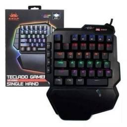 Teclado Gamer Mecânico Single Hand Rgb (uma Mão) Kp-2062 Knu