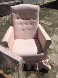Poltrona rosa de balanço ideal para amamentar