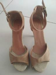 Vendo salto da marca Gato&Sapato em bom estado de conservação por R$ 25,00