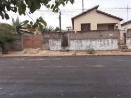 Título do anúncio: Vendo Casa e Terreno no Bairro São Jorge em Leme - SP.