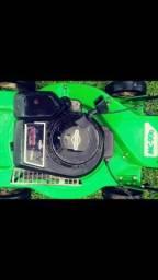 Máquina de cortar grama a gasolina