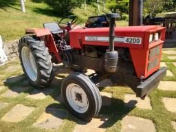 Trator Agrale 4200 bem conservado