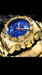 Relógio Dourado de Luxo