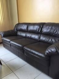 Sofá em couro três lugares super confortável