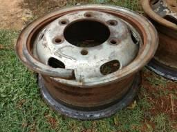 Vendo 2 rodas 6 furos serve na f4000 mbb 608 d40