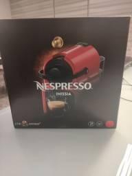 Cafeteira Nespresso Inissia (NOVA) + 14 cápsulas