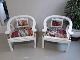 Cadeiras tipo poltrona laqueadas