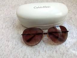 Óculos de Sol Calvin Klein.