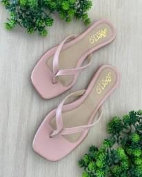 Chinelo rasteiro rosa claro