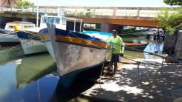 Barco para pesca ou passeio.