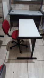 Mesinha com cadeira