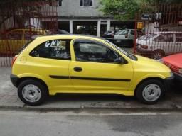 Título do anúncio: corsa 8v/1.0i gnv/gasolina não foi taxi,12xcartão/ac troca e so ligar