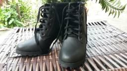 Bota coturno 150, demais sapatos 50 (nunca usados)