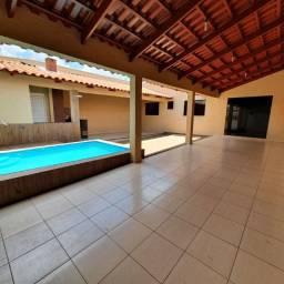 Casa de 3 quartos com piscina, área gourmet e jardim de inverno