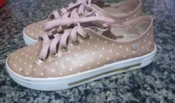 Título do anúncio: Tênis rosa com bolinhas brancas