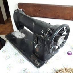 Título do anúncio: maquina de costura singer (antiga pretinha)