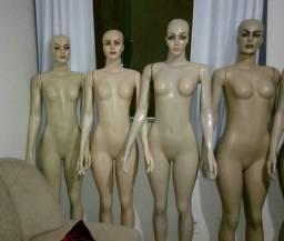 4 manequins