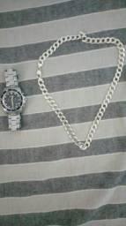 Cordão de prata e relógio