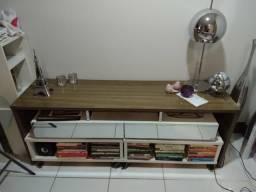 Rack com gavetas e mesas auxiliares