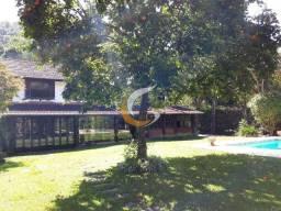 Linda Casa no Carangola com 2.000 m² de terreno plano, 5 suítes e garagem