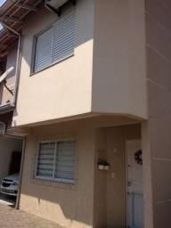 Excelente Sobrado Semimobiliado em Condomínio Fechado