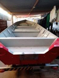 Vendo barco de 6 metros borda alta de 62 centímetros com carreta 2017 zerado