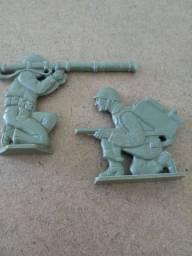 Soldadinhos de brinquedo antigos