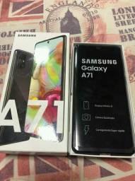 Samsung Galaxy A71 na caixa